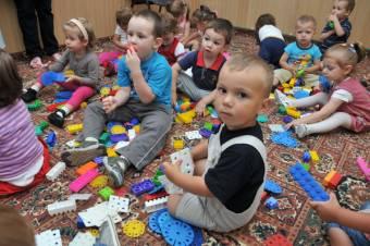 Előnyben a kolozsvári csecsemők – elsősorban a városban élő gyerekekkel töltené be a bölcsődei helyeket az önkormányzat