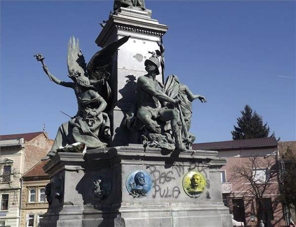 Az aradi Szabadság-szobor megsemmisítését, vagy Magyarországra költöztetését követeli a szélsőségesen nacionalista Noua Dreaptă