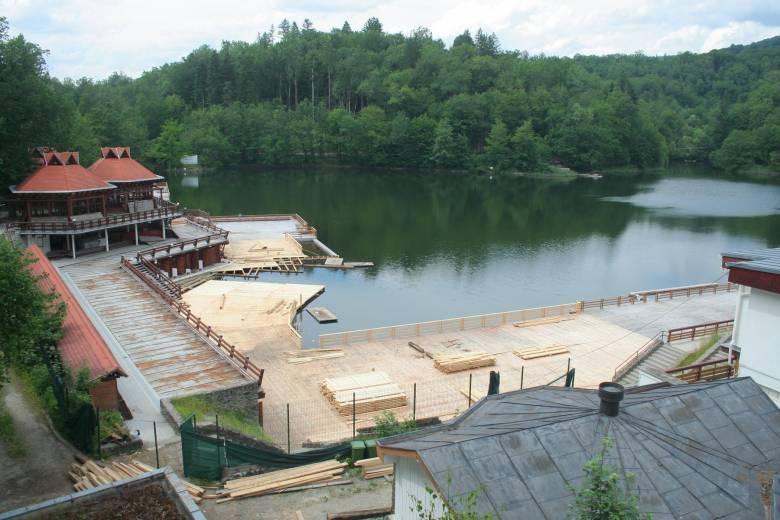 Huszonkilenc fokos a nyitás előtt álló Medve-tó vize