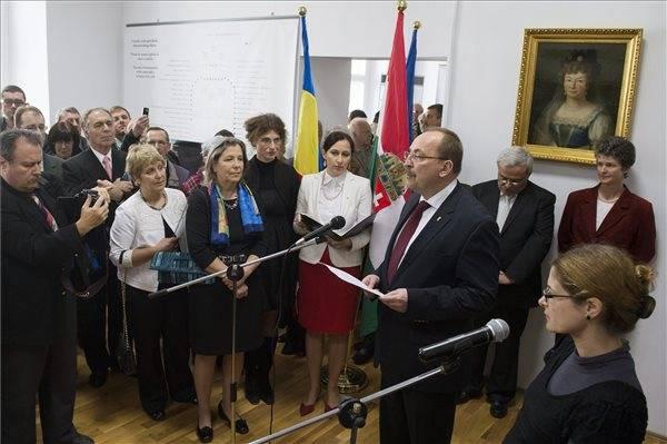 Németh a Bánffy-kiállítás megnyitóján: szolidaritás kell a közép-európai népek között