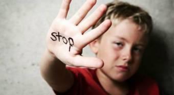 Minden második gyermeket bántalmaznak Romániában