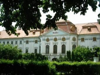 Birtokba vehette a nagyváradi római katolikus püspökség a 70 éve államosított püspöki palotát