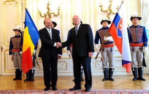 Băsescu Pozsonyból üzen a magyaroknak