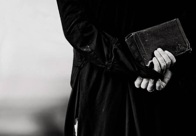 Pénzzel kompenzálja a francia katolikus egyház a pedofil ügyek áldozatait