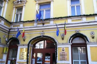 A román zászló kitűzését követeli a sepsiszentgyörgyi városháza tornyára Dan Tanasă – az ügyben bukaresti bíróság dönt