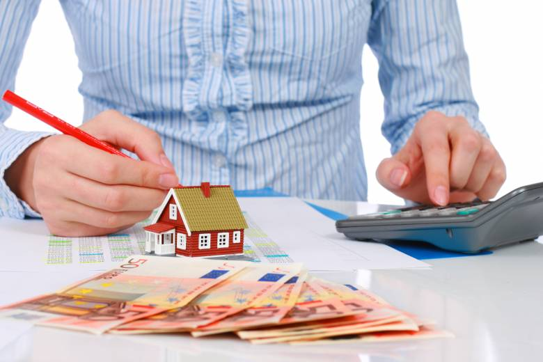 Tovább drágulnak a bankhitelek, napról napra nehezebb helyzetben a kölcsönt felvevők