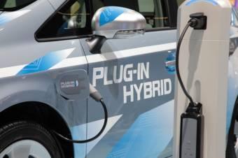 Növekvő kereslet a környezetbarát autók iránt: közel háromezer hibrid- és elektromos autót adtak el idén Romániában
