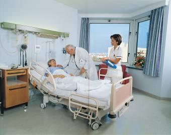Florin Iordache képviselő szerint a betegek egyforma bánásmódban részesülnek az állami- és a magánkórházakban