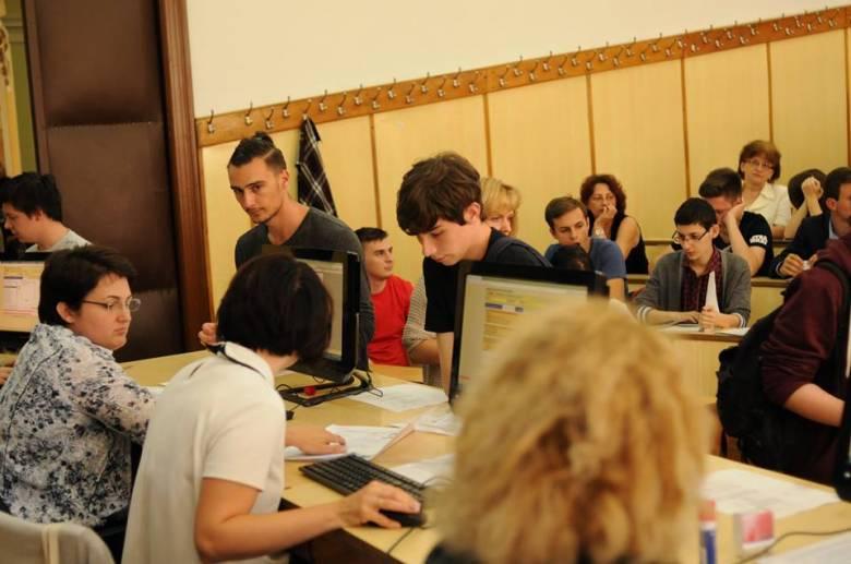 Kétezer helyet biztosítanak a vidéki diákoknak a romániai egyetemeken