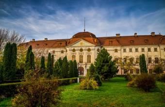 Uniós pénzből újul meg a váradi barokk palota körüli park