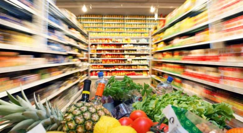 Több importsajt, mint banán: fokozatosan nő az élelmiszerek külkereskedelmi hiánya