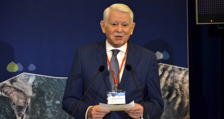 Meleșcanu: egy ország feldarabolása előtt konzultálni kell annak kormányával