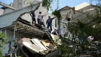 Mintegy kétszázan haltak meg a mexikói földmozgásban