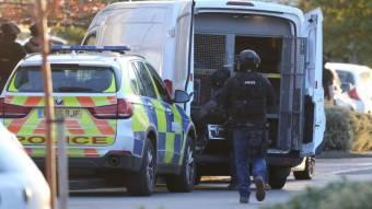 Őrizetben a tettes, véget ért az angliai túszejtő akció