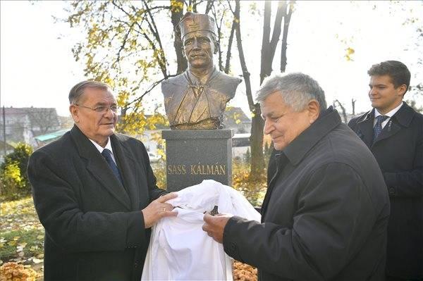Felavatták Sass Kálmán mártír lelkész szobrát Érmihályfalván