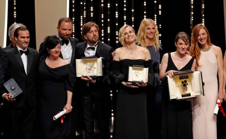 A nyugati álszenteskedést kipellengérező svéd film kapta az Arany Pálmát