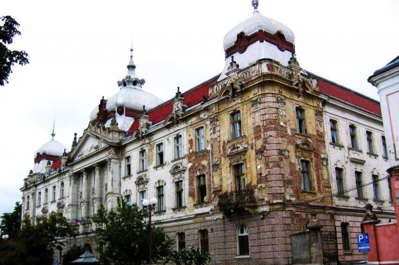 Nem irgalmazott a bíróság, ismét perre megy az egyház a váradi pénzügyi palotáért