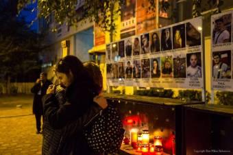 Koszorúzással emlékezik Klaus Iohannis az öt évvel ezelőtt történt Colectiv-tragédia áldozataira