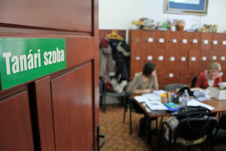 Elhalasztanák az iskolaigazgatói versenyvizsgát a tanévkezdés utánra