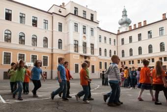 """""""Megelőzték"""" a csúcsforgalmat: a kolozsvári magyar iskolák régóta alkalmazzák a korai kezdést"""