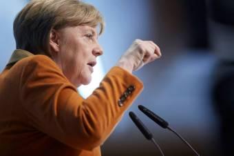 Tízezer ember kimenekítését tervezi Afganisztánból Angela Merkel, elkezdődött az akció