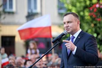 Tartja a konzervatív irányt az EU-val konfrontálódó Lengyelország