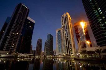 Kigyulladt a világ egyik legmagasabb toronyháza Dubajban