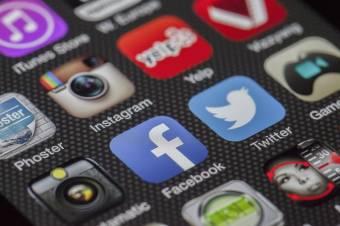 Választásokat is eldönthetnek a közösségi médiában folytatott csaták