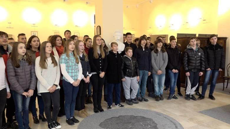 Közösen elszavalt Arany-verssel ünnepelték Nagyszalontán is a magyar nyelv napját
