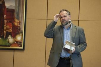 Fel kellene nőnünk Arany Jánoshoz – Szilágyi Márton irodalomtörténész az életműről és annak kutatásáról