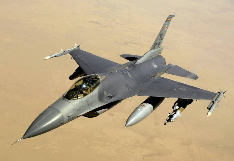 Alkatrészek zuhantak le egy F-16-os vadászgépből Galac megyében