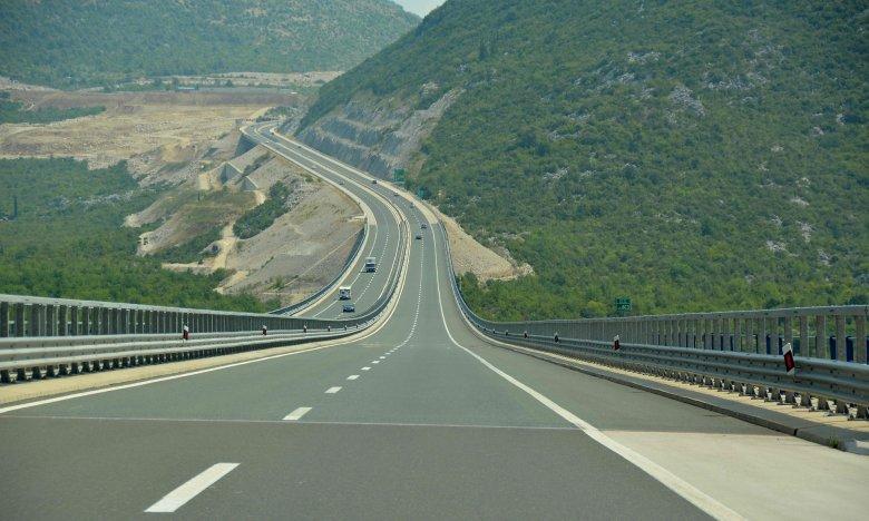 Románia közlekedési minisztere szerint az autópálya-építés elüldözné a multikat
