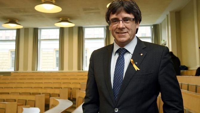 Madrid tiszteletben tartja a német bíróság döntését, miszerint feltételesen szabadlábra helyezik Puigdemontot