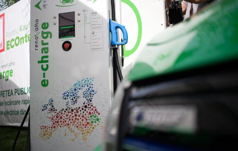Kevés a töltőállomás, nem áll készen az infrastruktúra az elektromos autókhoz