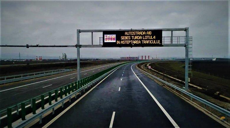 Átadták a forgalomnak a szászsebesi autópálya-csomópont két leágazását