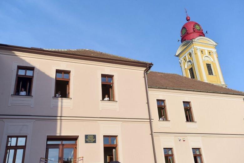 Politikai-gazdasági játszmák áldozata a nagybányai magyar iskola?
