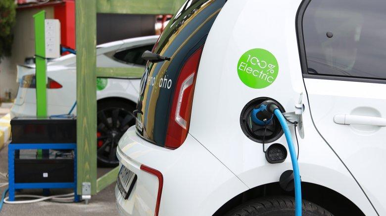 """Lassan """"zöldül"""" a romániai közlekedés, egyelőre elenyésző az elektromos töltőállomások száma"""