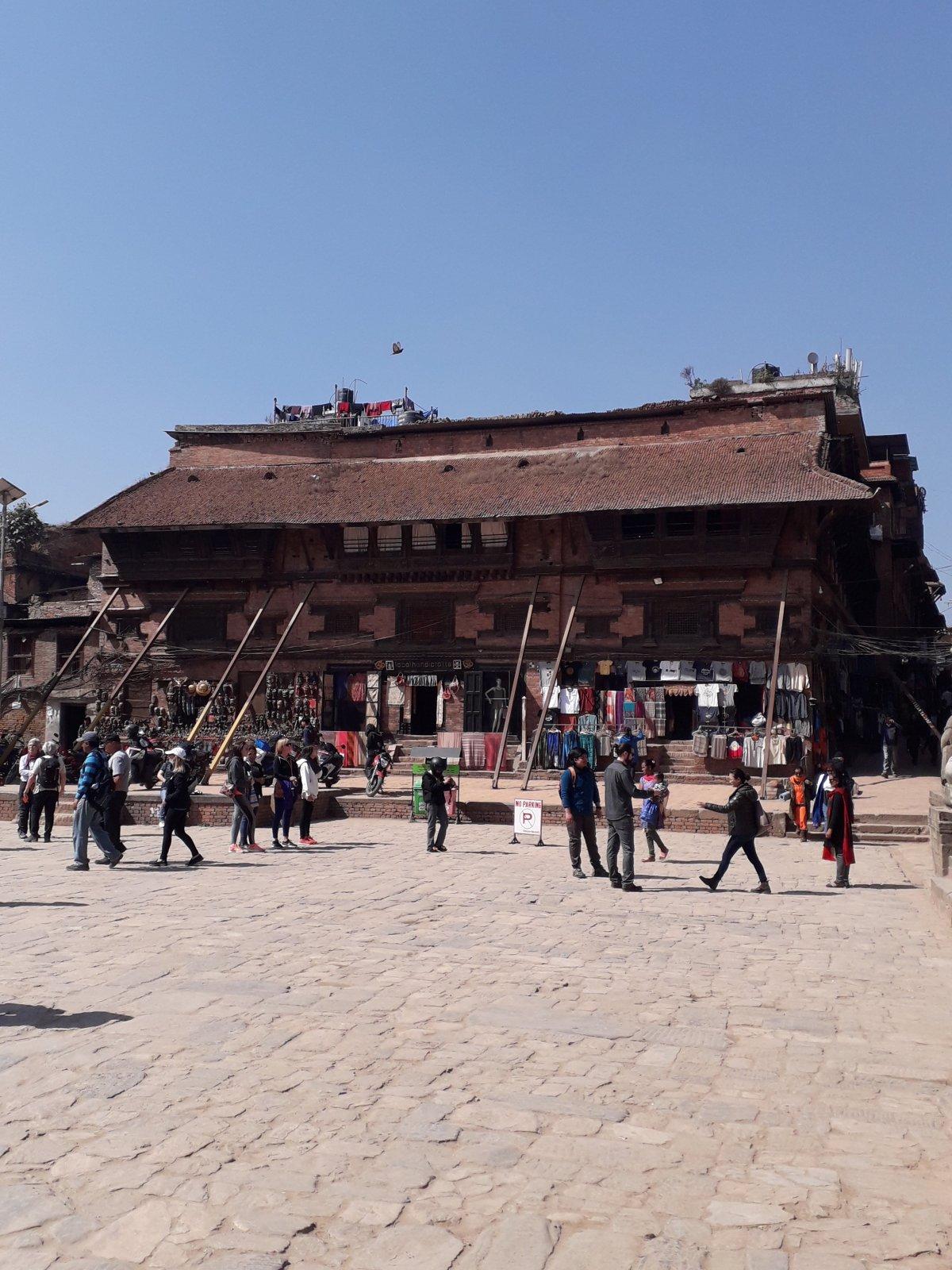 A Katmandu központjától 15 kilométerre található Bhaktapur városka, szintén gyönyörű, de omlatag az épített öröksége •  Fotó: Kiss Judit