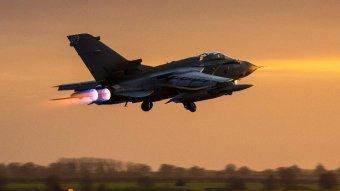 Párizs: a vegyi fegyverek fő szíriai kutató- és előállító-központja volt az amerikai–brit–francia légicsapások célpontja