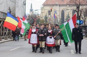 A románok és a magyarok közötti bizalom erősítésére van szükség egy kolozsvári pódiumbeszélgetés résztvevői szerint