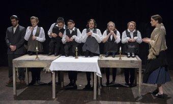 Mengele máramarosi törpéi – kaposvári színészhallgatók elevenítik meg a Liliputi Társulat történetét