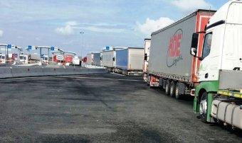 Több órát kell várakozni a román-magyar határon a tüzetesebb ellenőrzések miatt