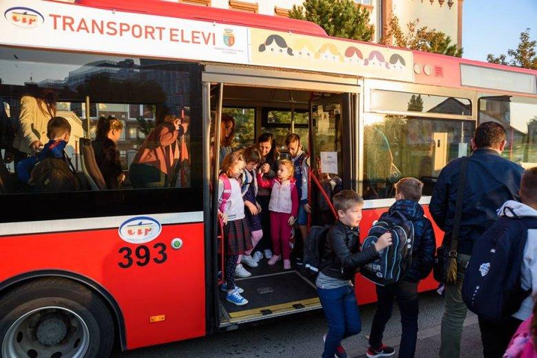 Városvezetők: finanszírozza a kormány a diákok településen belüli utazását