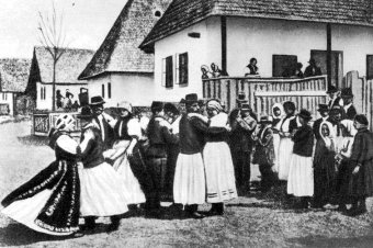 Kalotaszegi muzsikák a Kossuth Rádióban: Két zenészcsaláddal ismerkedhetnek meg a hallgatók