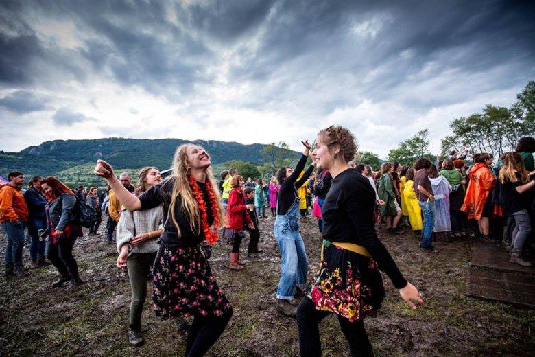 """Double Rise: a látvány kárpótolja a """"sártengerben"""" táncoló fesztiválozókat"""
