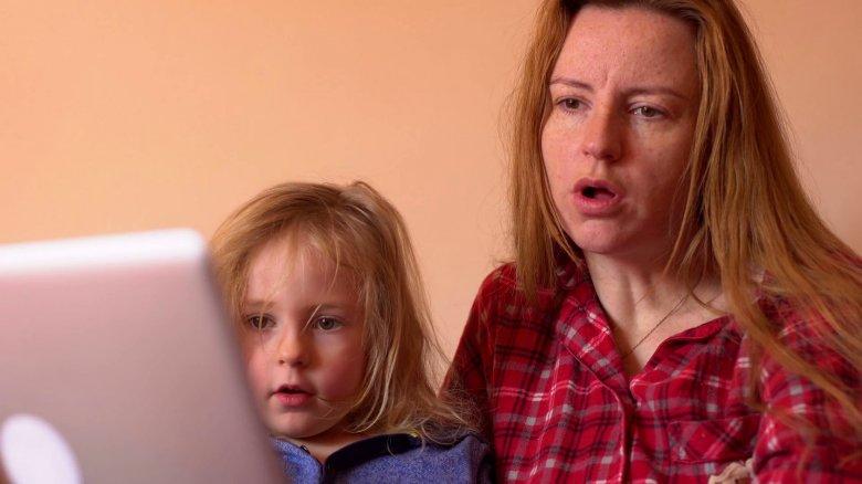 """""""A Google az új bébiszitter, szomszéd, háziorvos"""" – beszélgetés a gyereknevelés és internethasználat kapcsolatáról"""