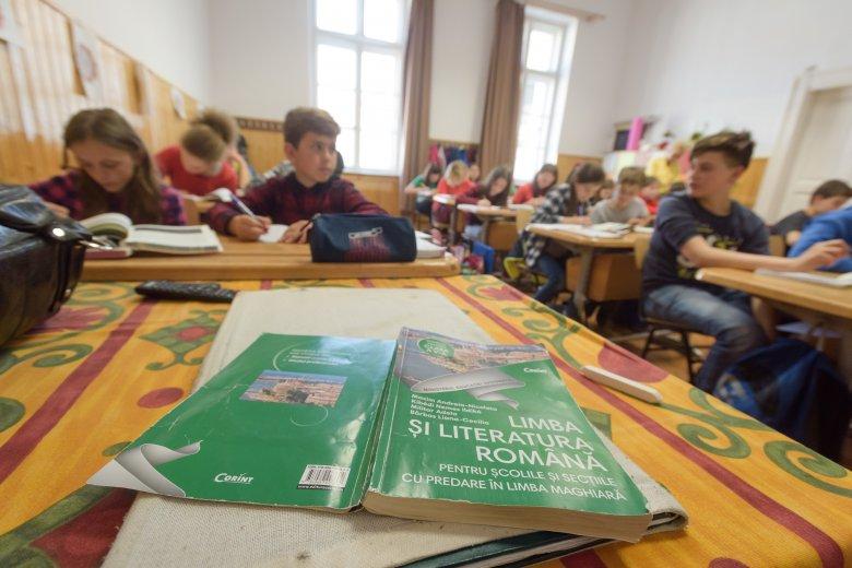 Tízmillió eurós projekttel segítenék a kisebbségi diákok könnyebb romántanulását