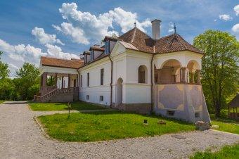Sorsfordító háromszéki ajtók – Varázslatos és hátborzongató erdélyi emlékei is vannak Boris Kálnokynak
