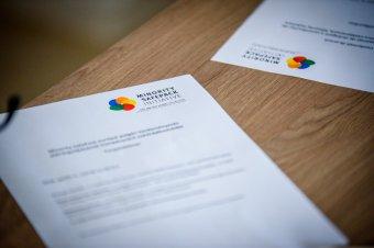 Minority SafePack: bizalmatlansági indítványt fogadott el a frízföldi parlament az Európai Bizottság ellen