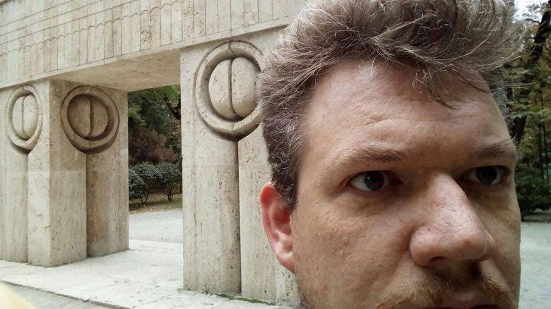 Kit zavar az elzászi Bukarestben? – Nemzetbiztonsági kockázatot jelent a román államnak a francia állampolgárságú költő